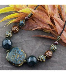 Naszyjnik z ceramicznymi przekładkami i kulkami w jesiennych barwach